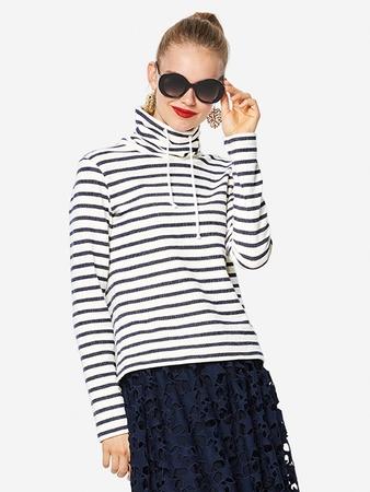 Пуловер с воротником-гольф