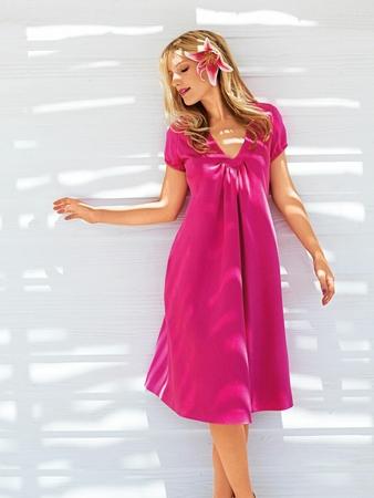 Платье с фигурной планкой горловины