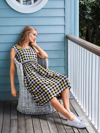 Платье с V-вырезами