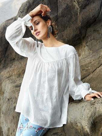 Блузка с фигурной кокеткой