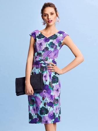 Платье-футляр в стиле 50-х