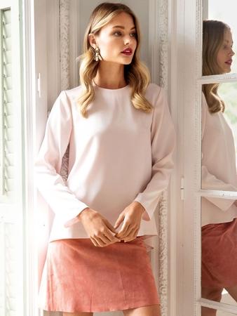 Блузка с отлетными деталями