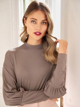 Пуловер с экстравагантными манжетами
