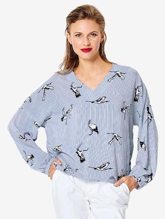 Блузка простого кроя