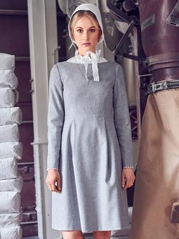 Платье с вырезом-лодочкой