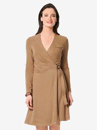 Запахивающееся платье с глубоким вырезом