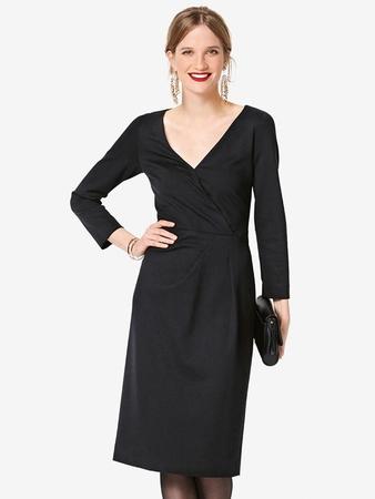 Платье-футляр с V-вырезом