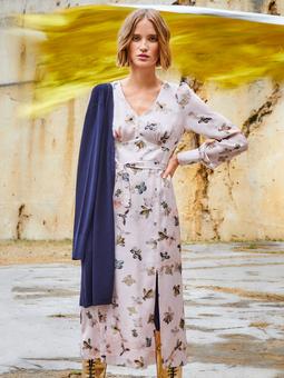 Платье с фигурным поясом