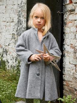 Расклешённое пальто для девочки