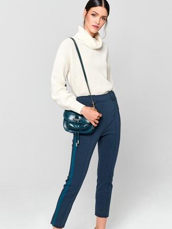 Узкие брюки с лампасами