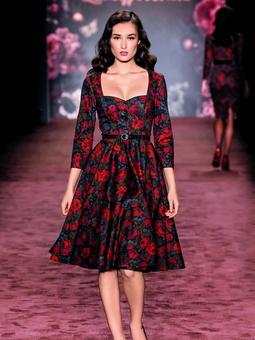 Платье с декольте в форме сердечка