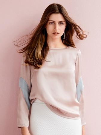 Блузка с вырезом-лодочкой