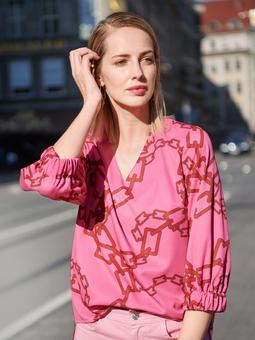 Блузка с V-вырезом