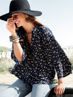 Блузка с рукавами-раструбами