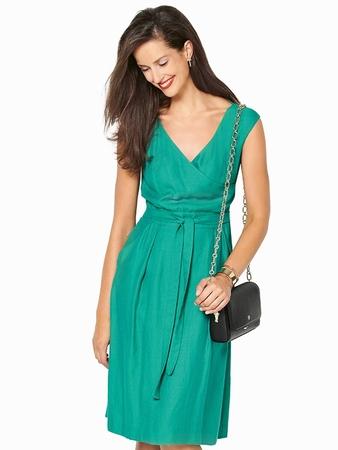 Платье с глубоким V-вырезом