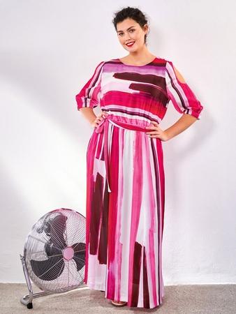Платье с вырезами на рукавах
