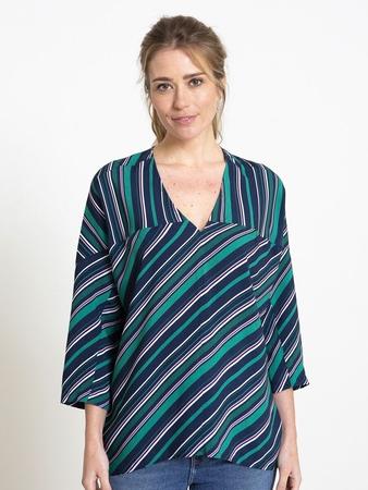 Блузка в стиле оверсайз
