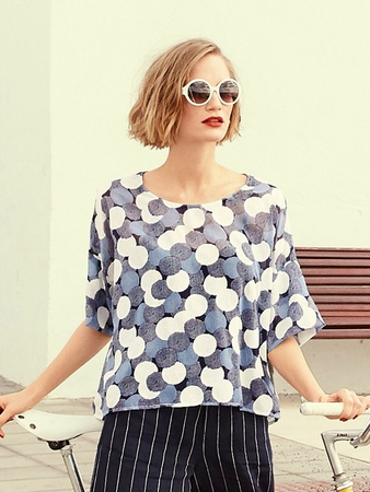 Блузка с удлиненной линией плеч