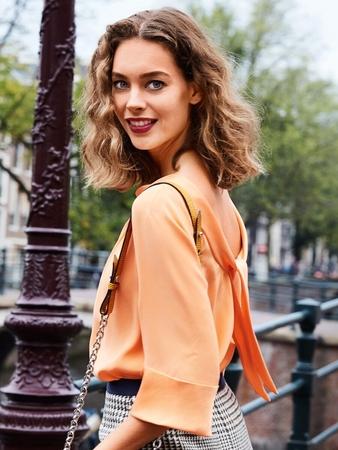 Блузка с глубоким декольте на спине