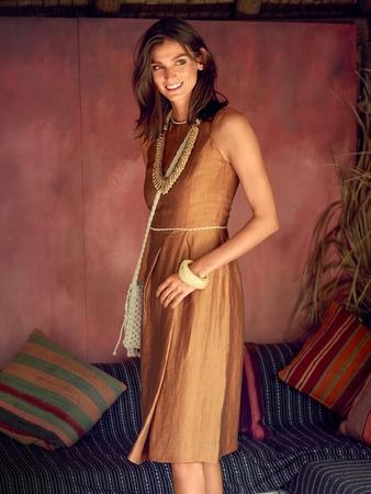 Платье с асимметричными складками на юбке