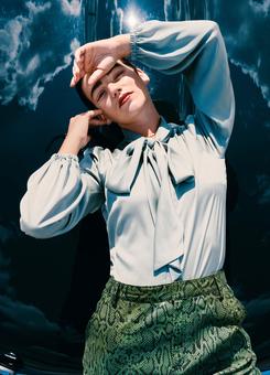 Блузка с воротником-бантом