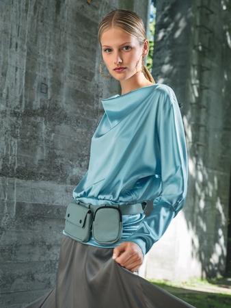 Блузка с вырезом «качели»
