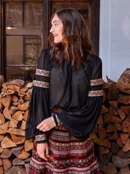 Блузка с воротником-стойкой