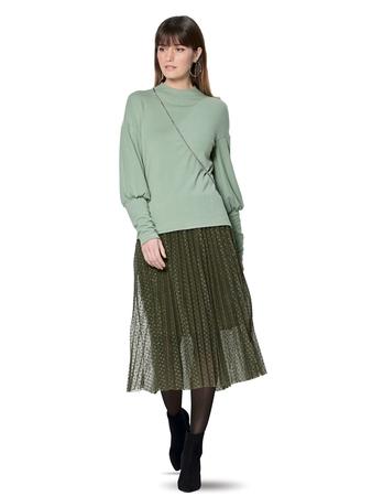 Пуловер с высокими манжетами