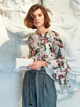 Блузка с эффектными рукавами