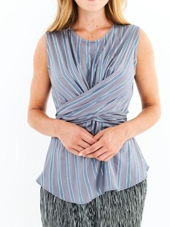 Блузка с цельнокроеными завязками