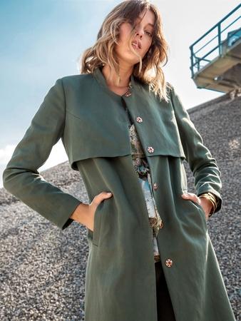 Пальто с отлетными деталями