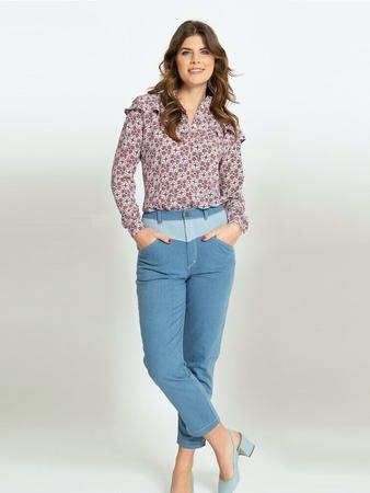 Узкие брюки в стиле casual вид спереди