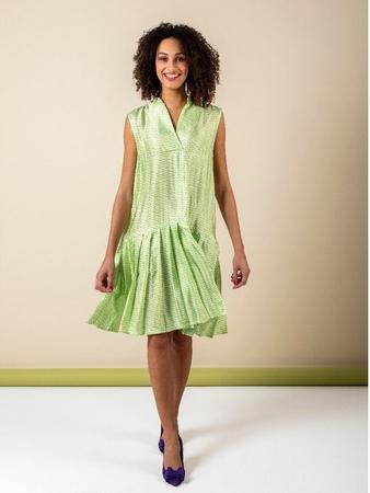 Платье с юбкой в складку