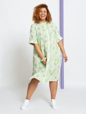 Платье-рубашка расклешенного силуэта вид спереди