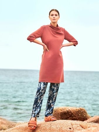 Модель мини-платья