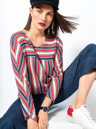 Модель блузки с цельнокроеными рукавами