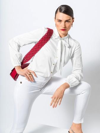 Модель блузки с бантом