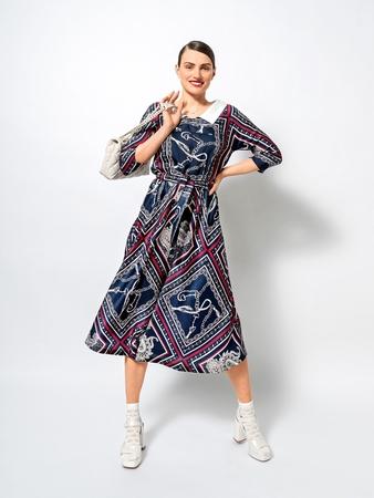 Модель платья с цельнокроеными рукавами