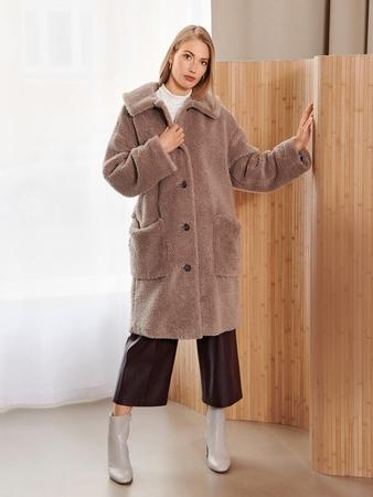 Модель плюшевого пальто
