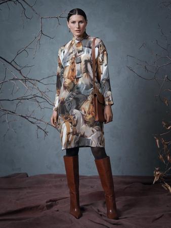 Модель платья с бантом