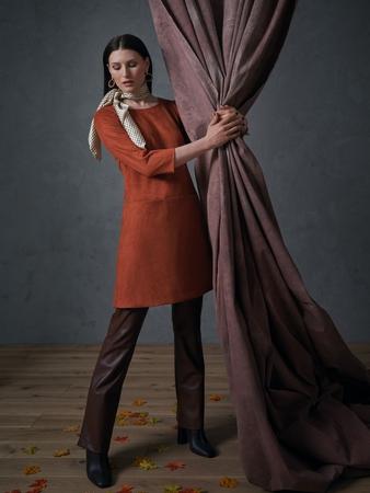 Модель платья с круглым вырезом
