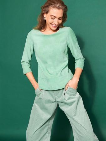 Модель блузки с круглым вырезом