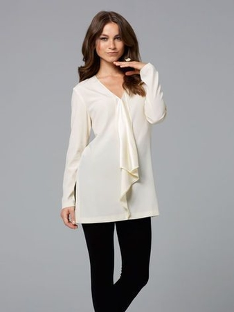 Блуза с глубоким V-образным вырезом