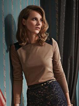 Пуловер с плечевыми кокетками-погонами