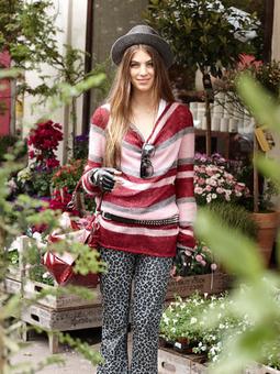 Пуловер с асимметричной линией низа