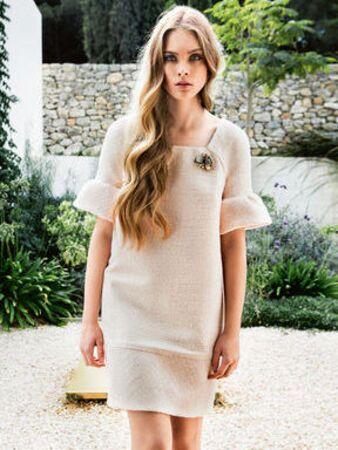 Платье с прямоугольным вырезом горловины