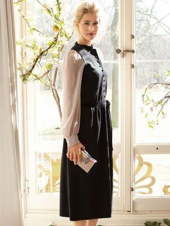 Платье с контрастными рукавами