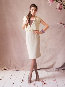 Платье с V-образным вырезом горловины