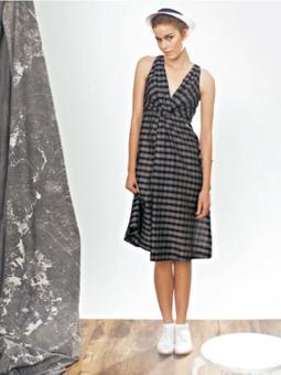Платье с перекрученными деталями