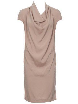 Платье с воротником «хомут»